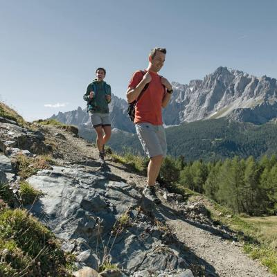 Mountain & hiking guide